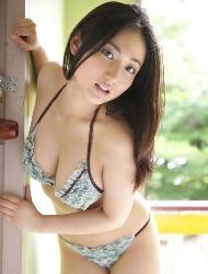 脸蛋也很美的亚洲性感美女