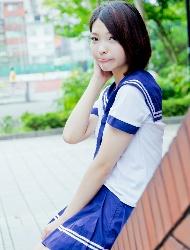 张玮庭演绎甜美学妹