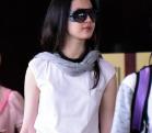 网曝恋爱中的刘亦菲上围激增 打扮时尚出现在机场