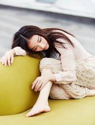 倪妮淡雅长裙慵懒迷人