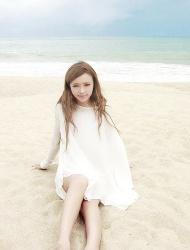 裴紫绮白纱海滩写真