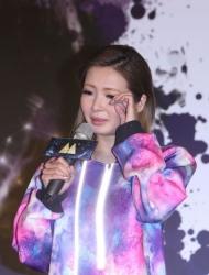 Makiyo感叹唱片卖不出 想起妈妈哽咽落泪