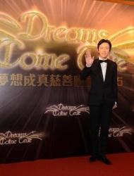 李云迪助力香港慈善 与林俊杰跨界合作