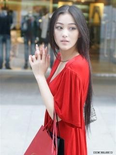超红模特张馨予街头摄影