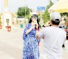 40岁李湘穿薄纱裙遮肉 王岳伦猛拍照