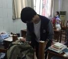 王俊凯打扫清理教室 高考成绩如何被关注