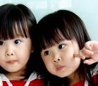 最美双胞胎长大了 年幼时萌萌哒好可爱如今美出天际照片曝光